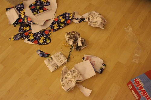 Weihnachten mit der Familie - Geschenkpapier Überreste_72dpi
