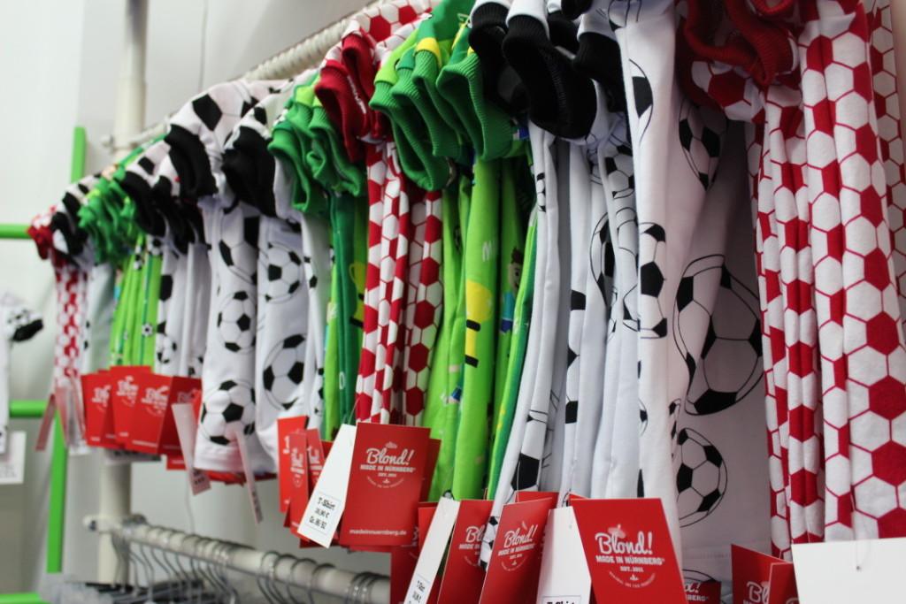 Blond Made in Nürnberg - Geburtstagsfeier Kindermode Kinderbekleidung Fußballmode