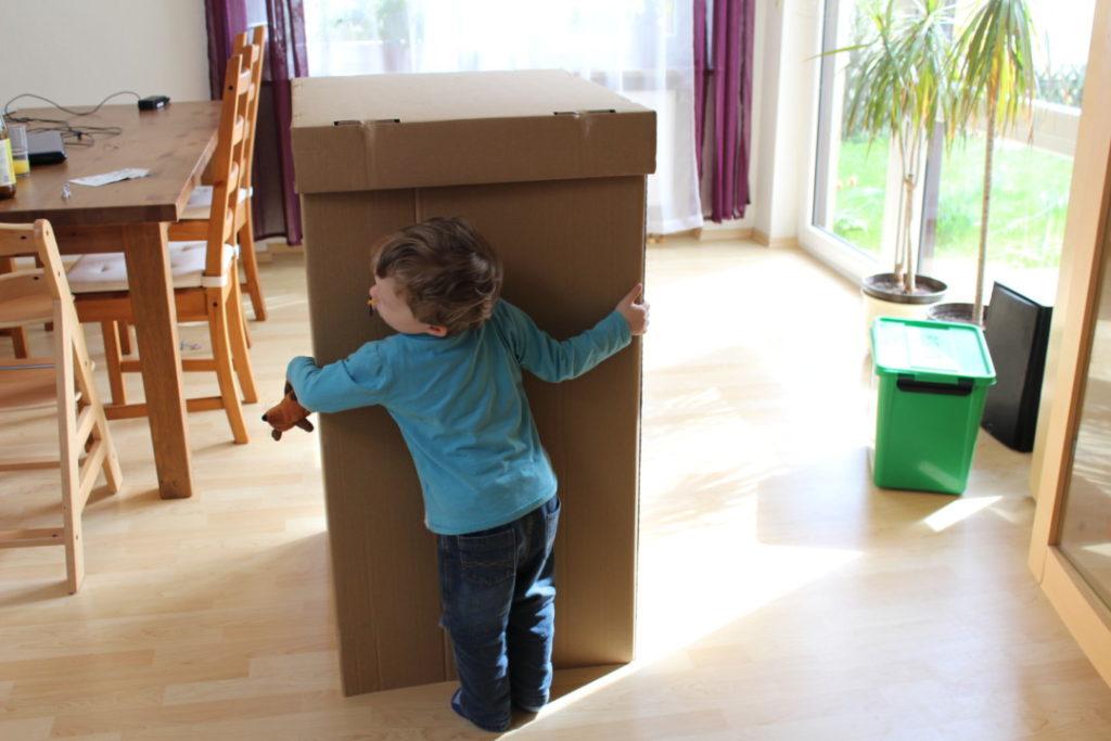 Wir bauen ein Kartonhaus - Kinderhaus Spielhaus
