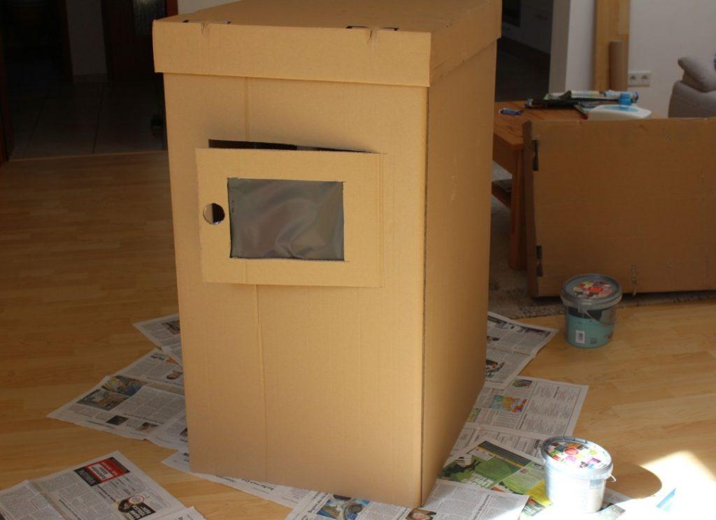 Wir bauen ein Kartonhaus - Kinderhaus (4)