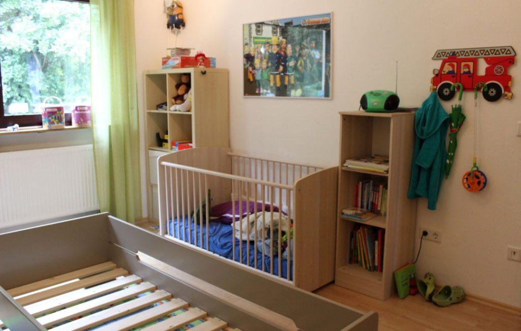 Kinderzimmer-Gitterbett-Jugendbett