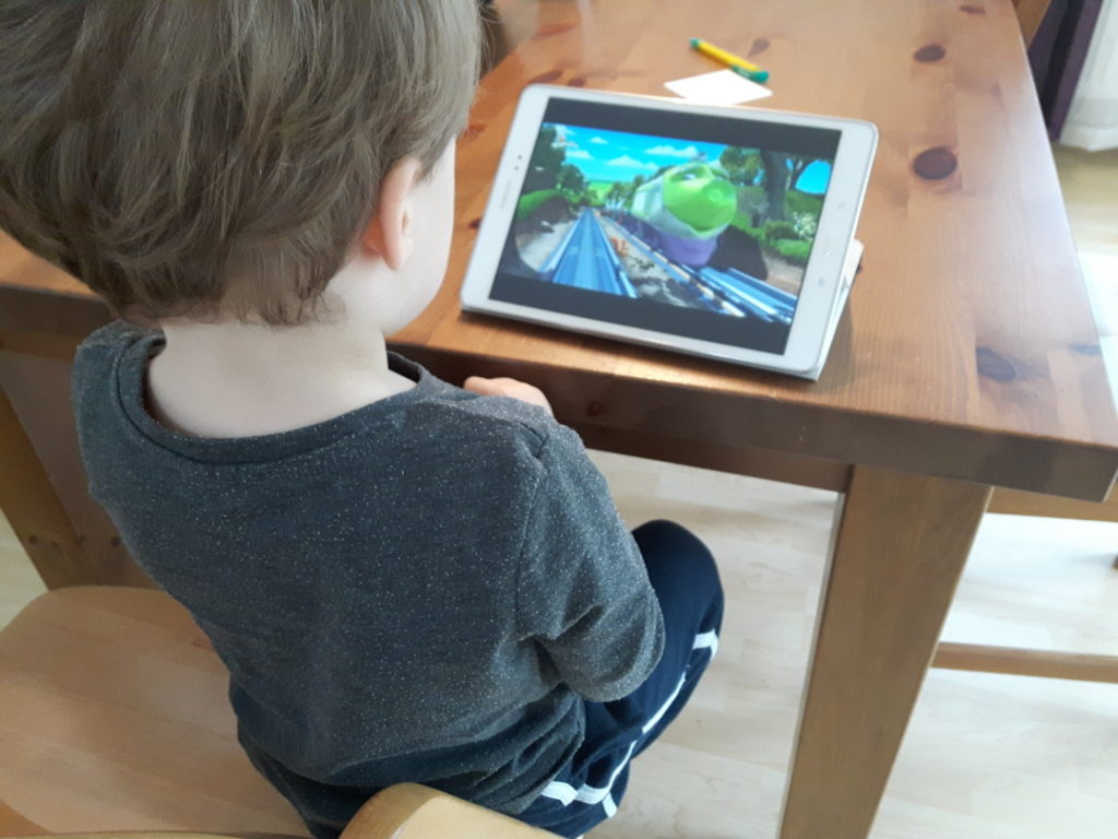 12von12-november-3-tablet-gucken