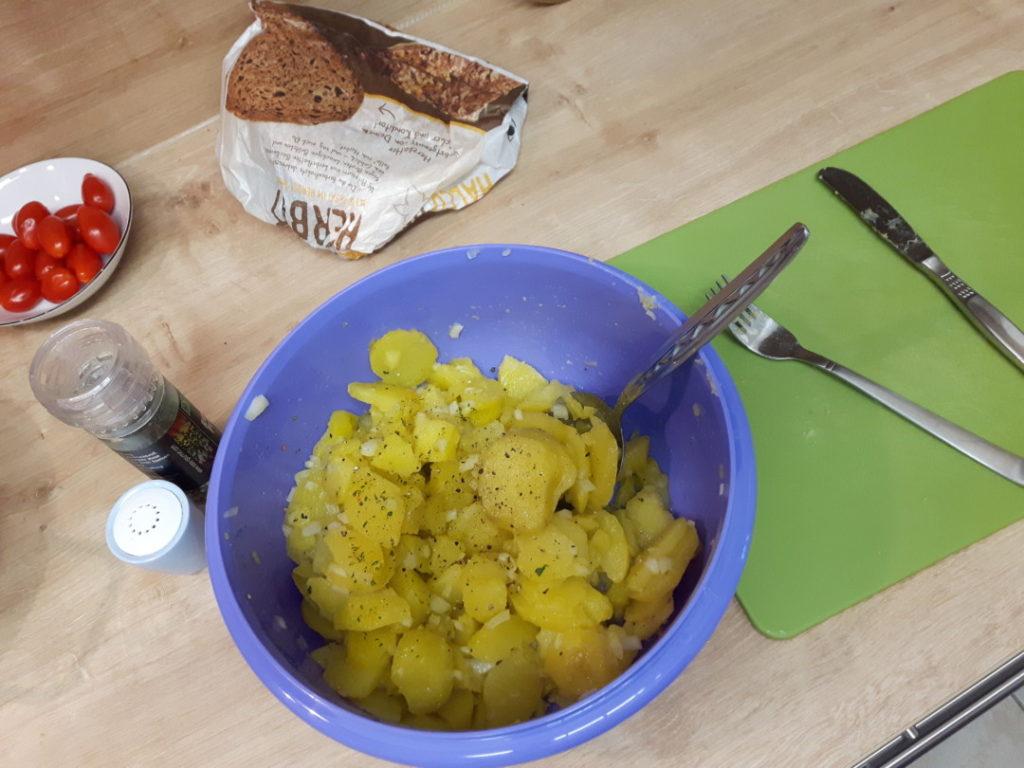 12von12-november-8-kartoffelsalat-machen