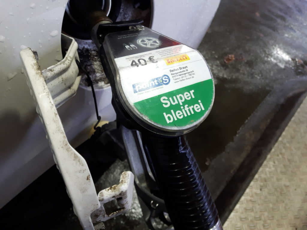 12von12-005-benzin-tanken