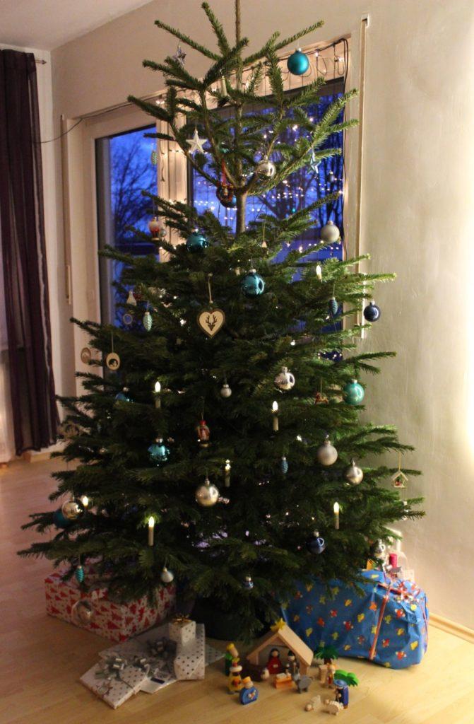 241216-weihnachtsbaum-geschenke