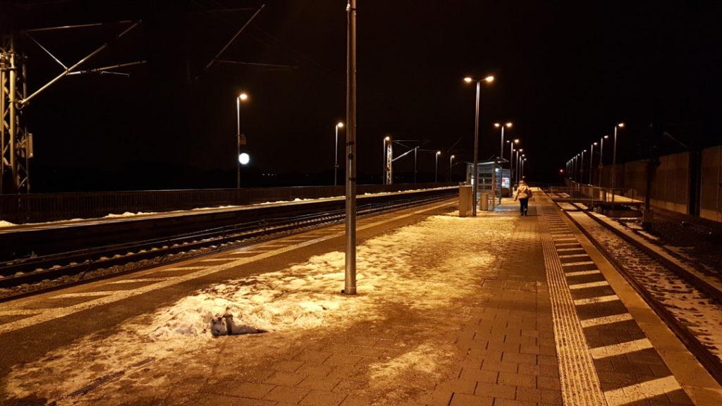 12von12 - Januar - 002 - Am Bahnhof