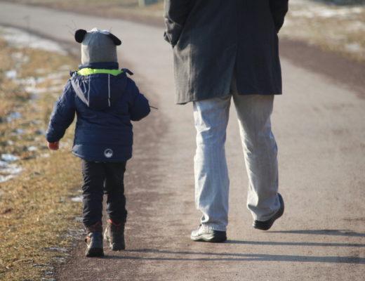 Monatsrückblick - Mamablogger - Spaziergang mit Kind