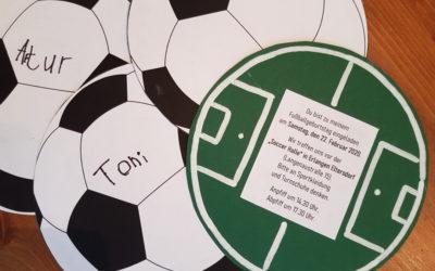 Einladungskarten basteln für die Fußballparty